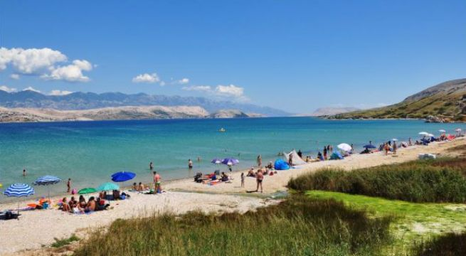 čista plaža pag