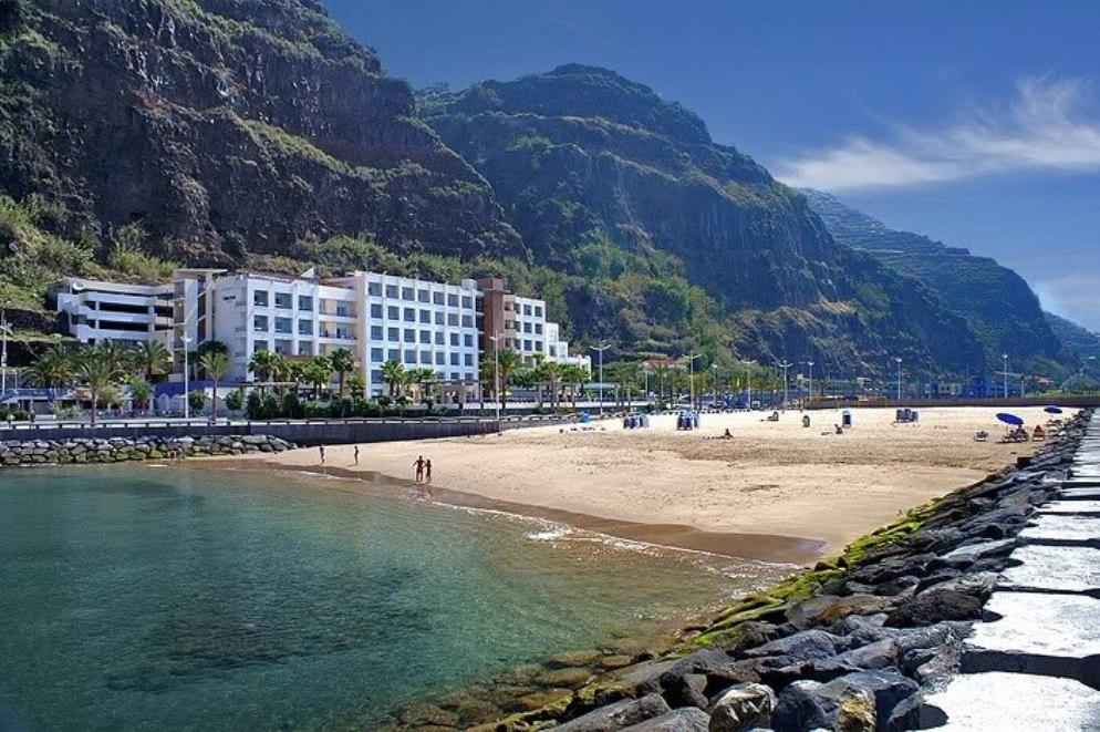 Plaz_Calheta _Madeira