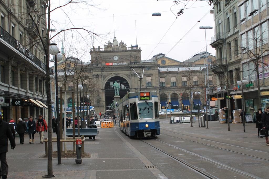 bahnhofstrasse-zurich-patrick-nouhailler