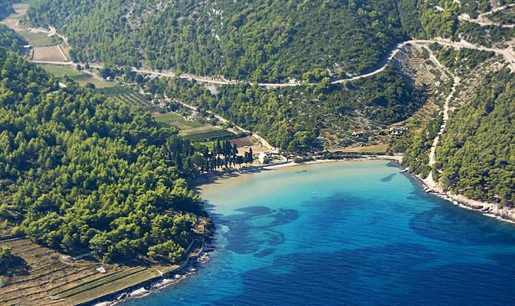 Pláž Lovrečina na ostrove Brač