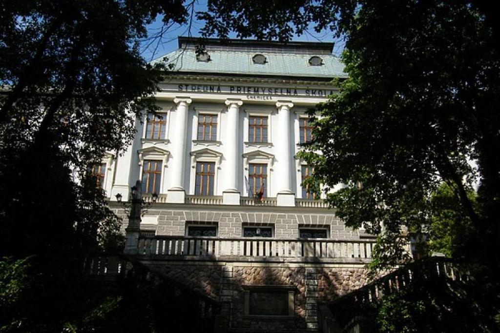 Budova pôvodnej vysokoškolskej banskej akadémie - Banská Štiavnica